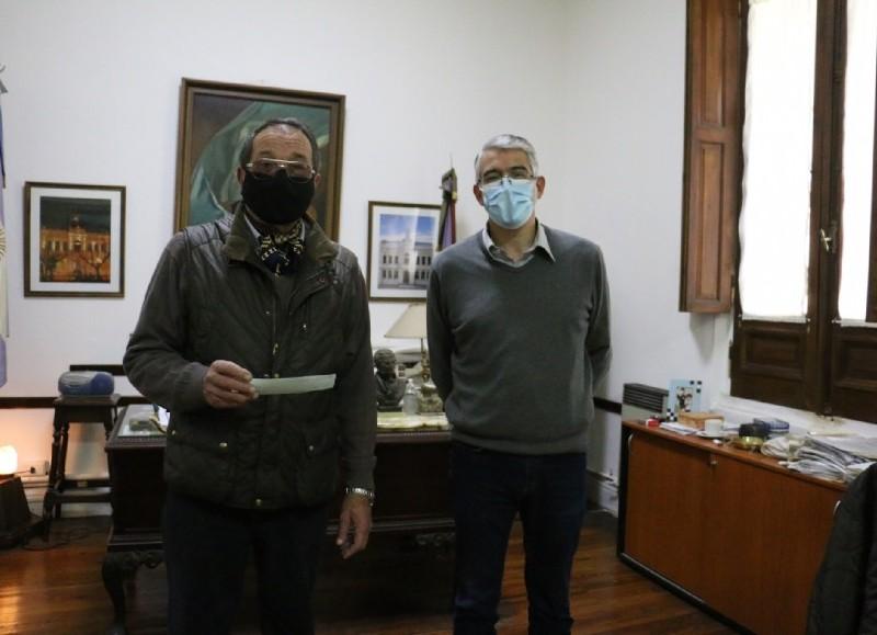El intendente municipal Carlos Puglelli recibió en su despacho al presidente del centro de Jubilados y Pensionados de Solís José Ángel Diez.