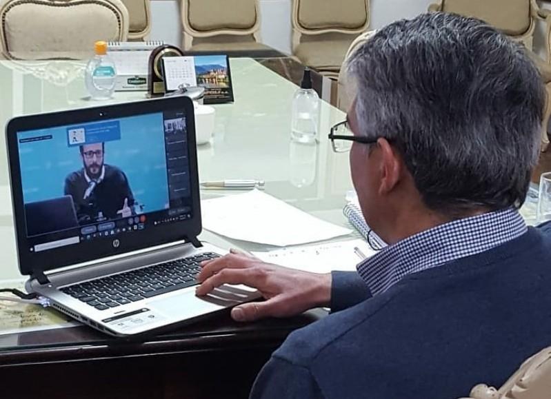 El intendente participó del acto de manera virtual.