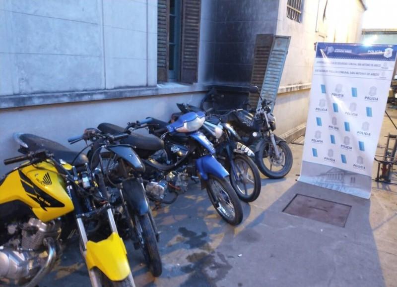 """El operativo concluyó con el secuestro de varias motocicletas que circulaban con """"escapes libres"""" y sistema de """"corte""""."""