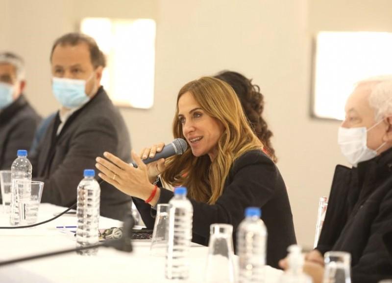 Victoria Tolosa Paz, en campaña.